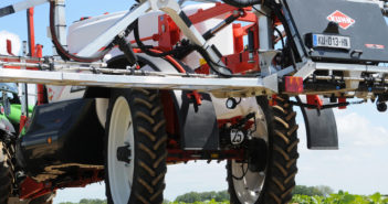 Automatic wheel following system for Kuhn trailed sprayers